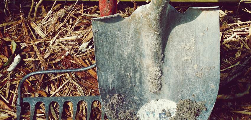 Spulchnianie ziemi - podstawowe narzędzia
